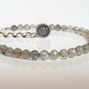 "Labradorite Silver Bracelet for Women ""The Guardian"" - Petit Secret"