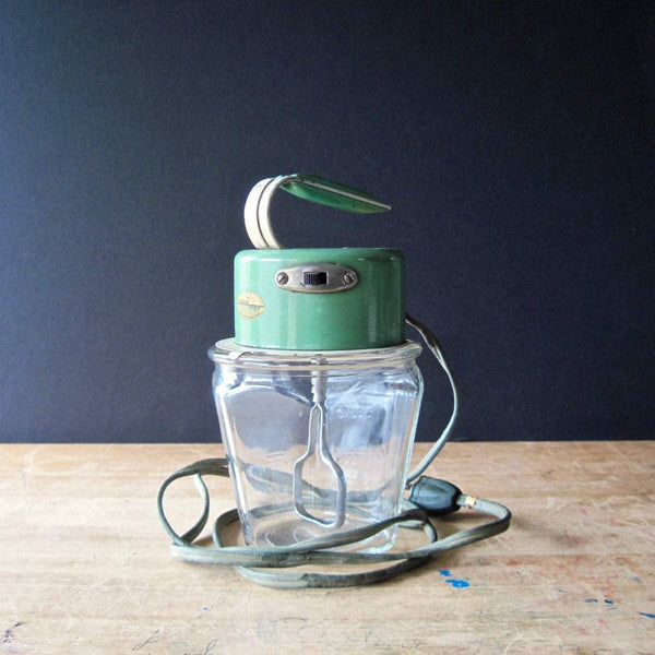Vintage Kwik Way Egg Beater Mixer Jar | Retro Kitchenware (c.1940s) - Rush Creek Vintage