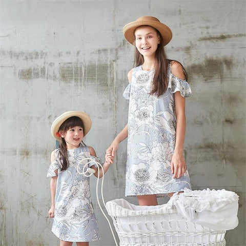 Image of flower matching mother daughter dresses family look mommy and me clothes ruffled V neck mom mum baby girls dress family outfits
