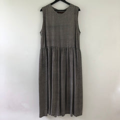 Dress / Sleeveless long dress