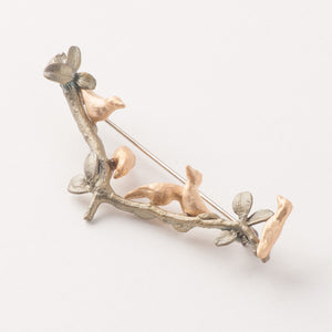 5 gold birds on green boxwood branch pin