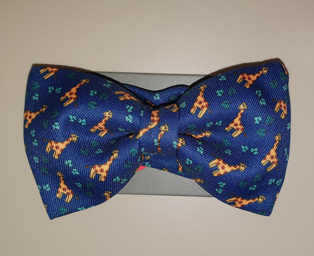 One Varone Boys Bow Tie - Blue With Giraffe Motif