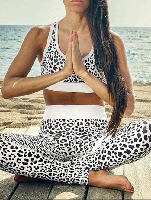 Women Seamless printed Sports Suits Yoga Set snow leopard