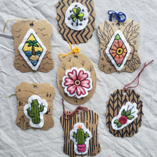 Load image into Gallery viewer, Embroidered Patches - Plants & Flowers