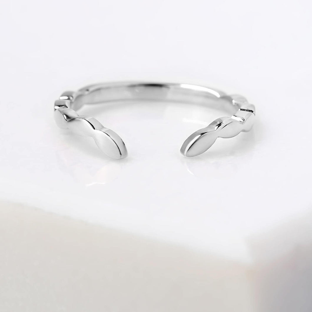 Chevron Ring in White Gold