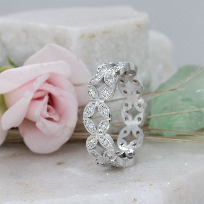Diamond Flower Band NC17178