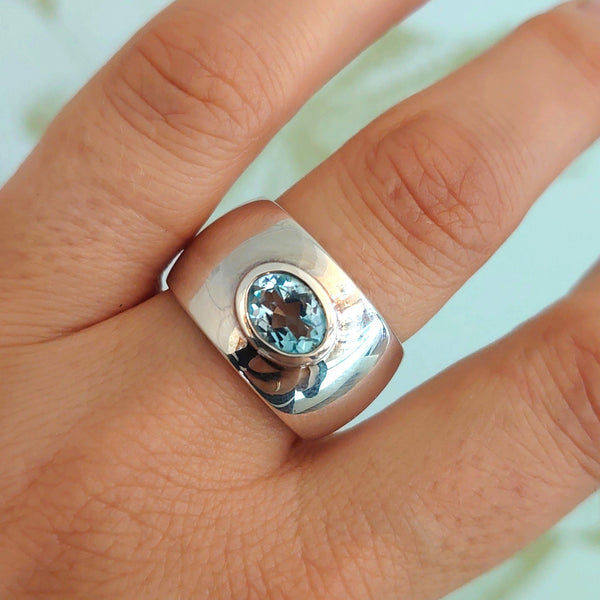 Silver & Topaz Chunky Band Ring - QN46