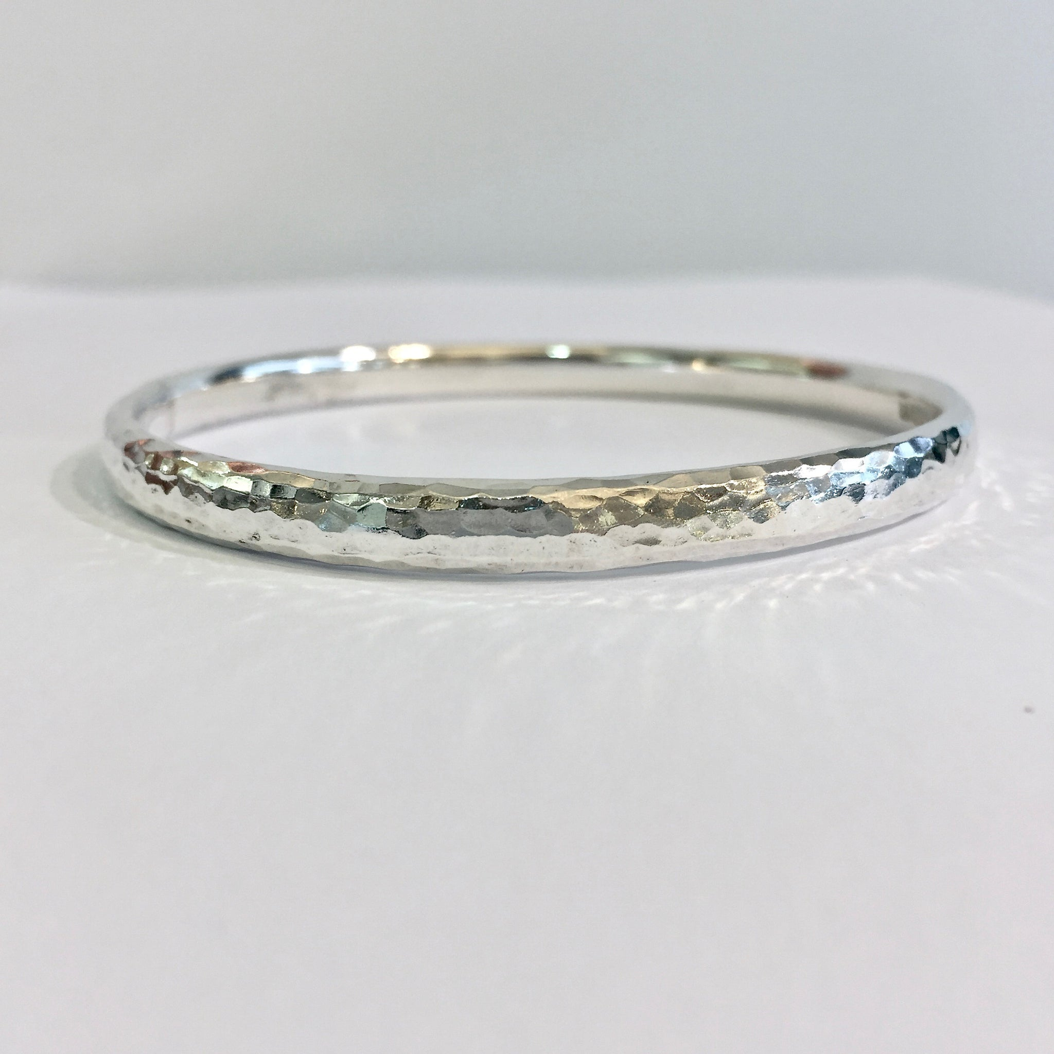 Silver Med Oval Wire Hammered Bangle - WB4H