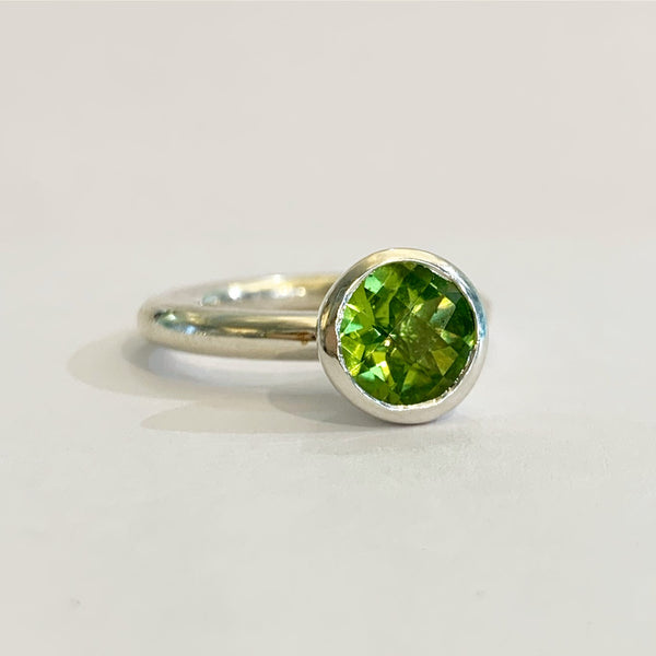 Silver 8mm Peridot Ring