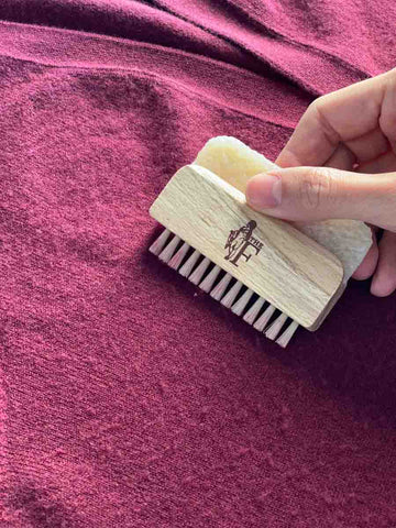 How-to-remove-peeling-from-cashmere-bristles