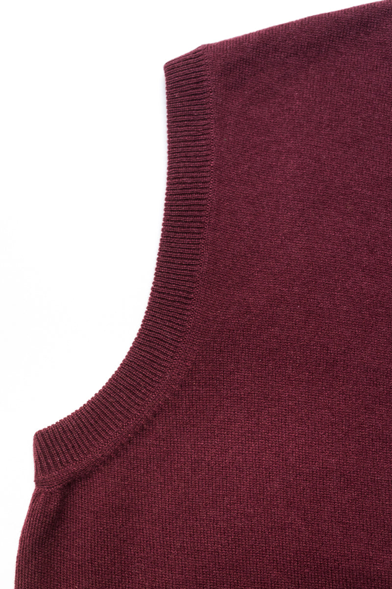 Burgundy-Cashmere-Sleeveless-Cardigan-The-Fleece-Milano-details