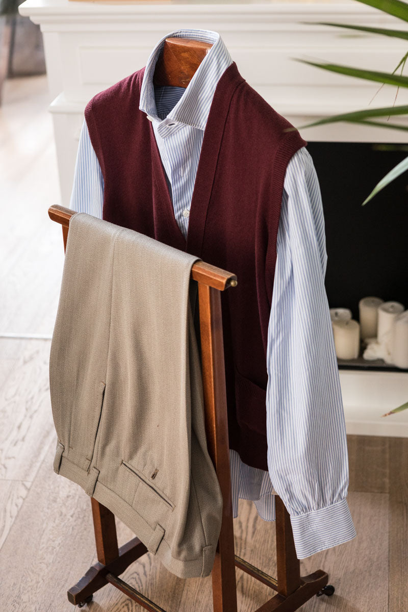 Burgundy-Sleeveless-Cardigan-The-Fleece-Milano-outfit