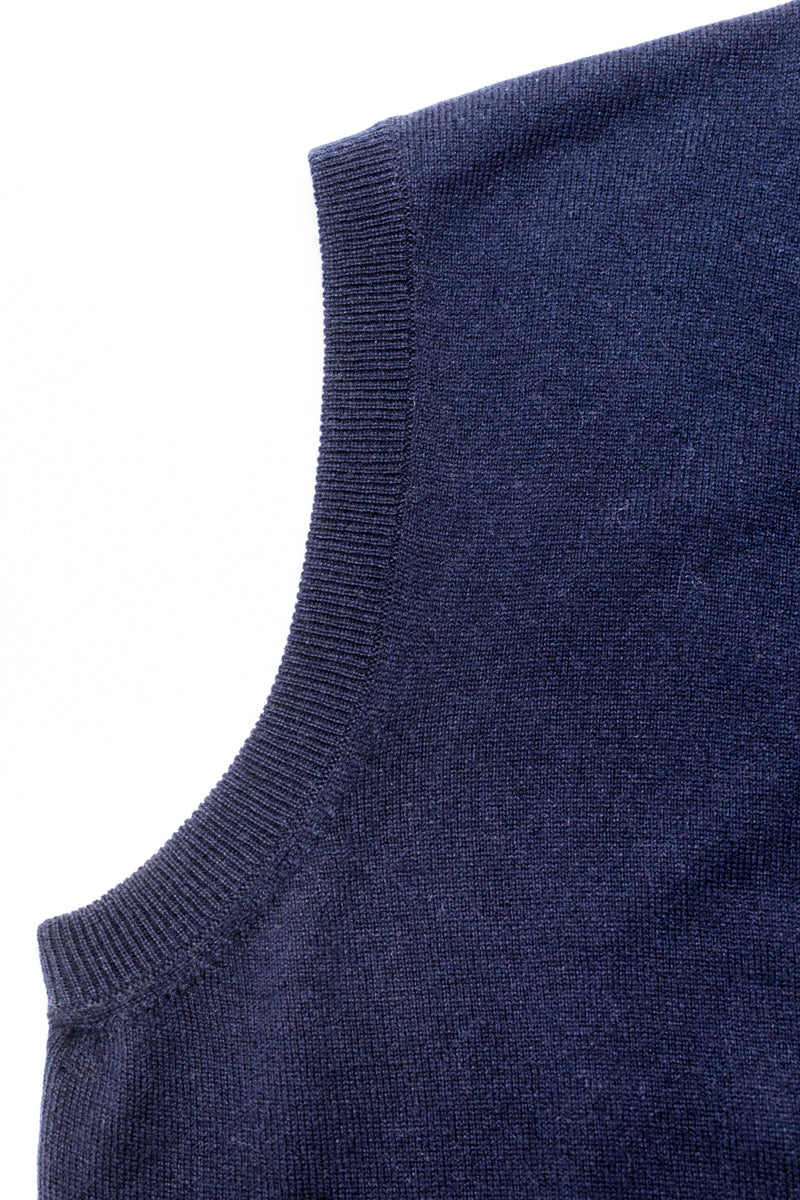 Navy-Blue-Cashmere-Sleeveless-Cardigan-The-Fleece-Milano-details
