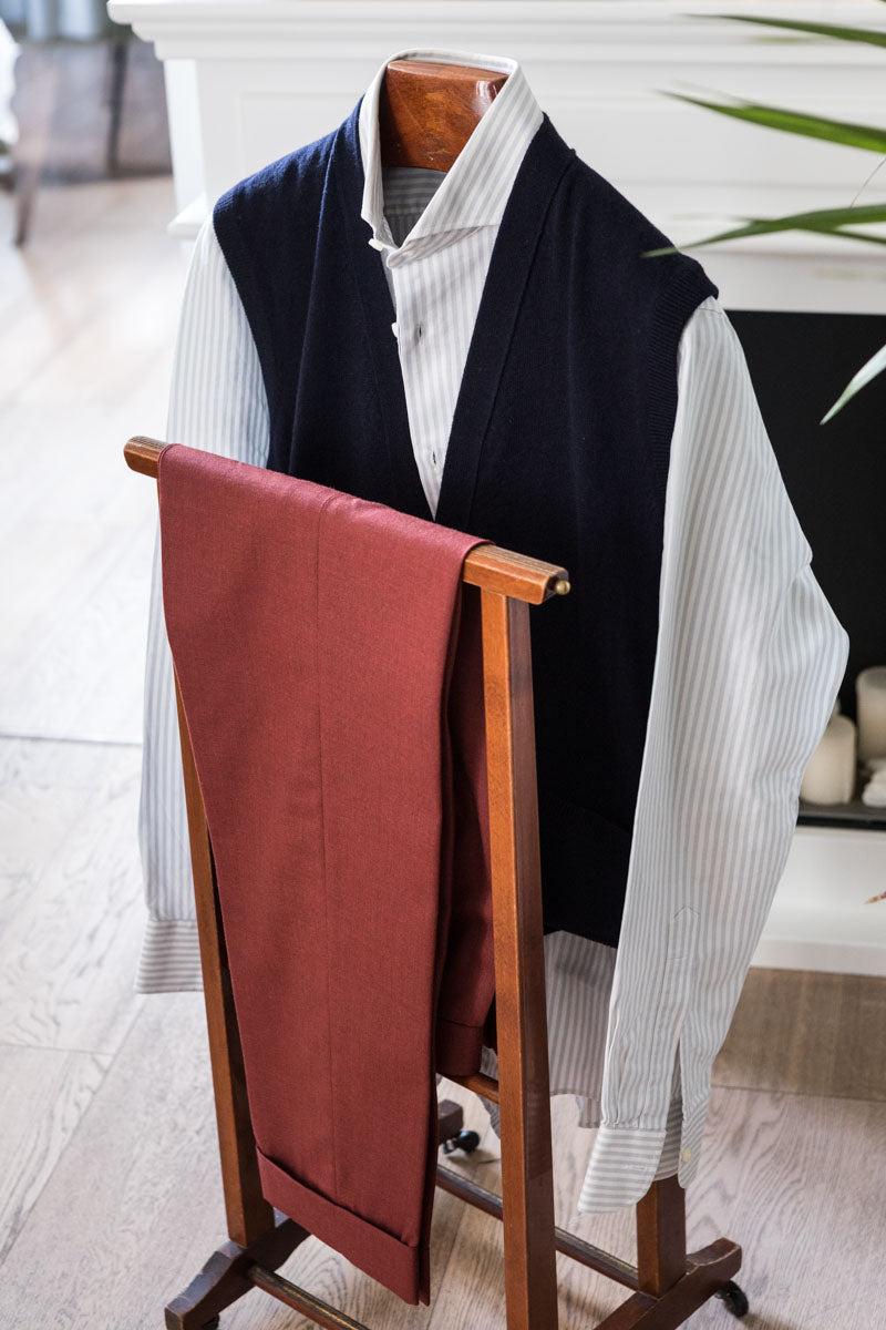 Navy-Blue-Cashmere-Sleeveless-Cardigan-The-Fleece-Milano-outfit