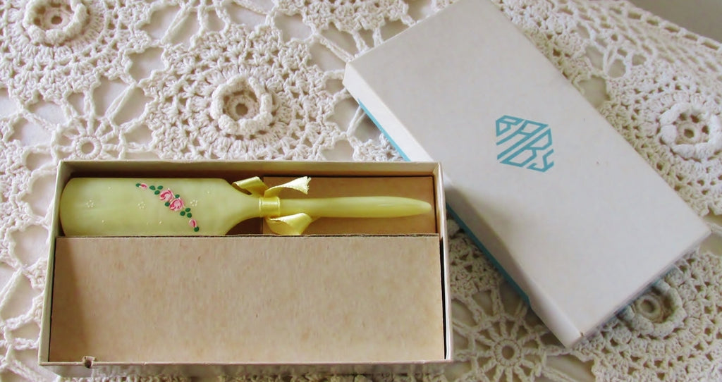 30s 40s Baby Hairbrush in Original Gift Box, Baby Shower Gift, New Old Stock - Ysabel Vintage Online