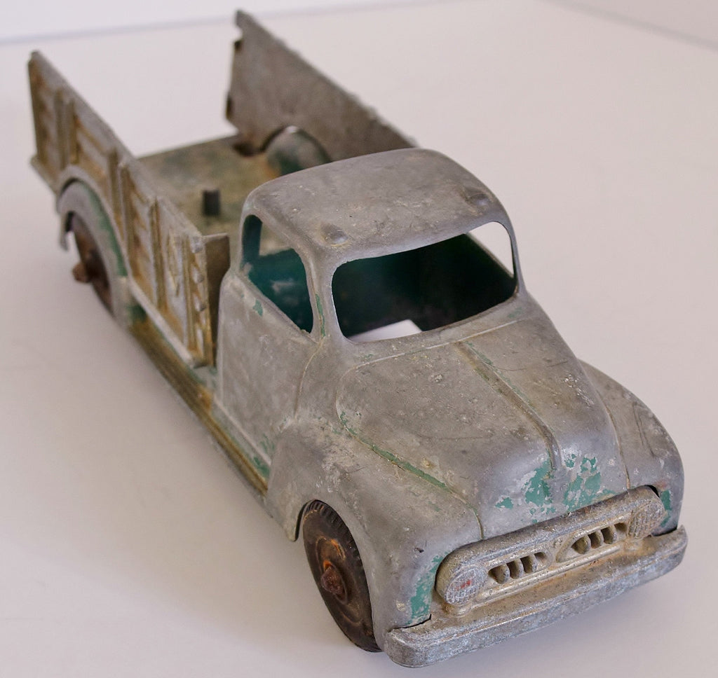 40s 50s Hubley Kiddie Toy Farm Truck 452, Pressed Steel Toy, Distressed - Ysabel Vintage Online