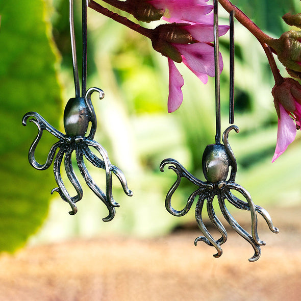 over-dramatic-genius-octopus-silver-dangly-earrings-2