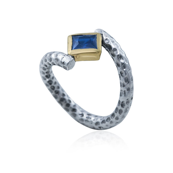 princess-cut-gravity-defyer-floating-blue-stone-twisted-band-silver-ring