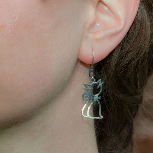 smelly-sleepy-swinging-cat-silver-dangly-earrings-1