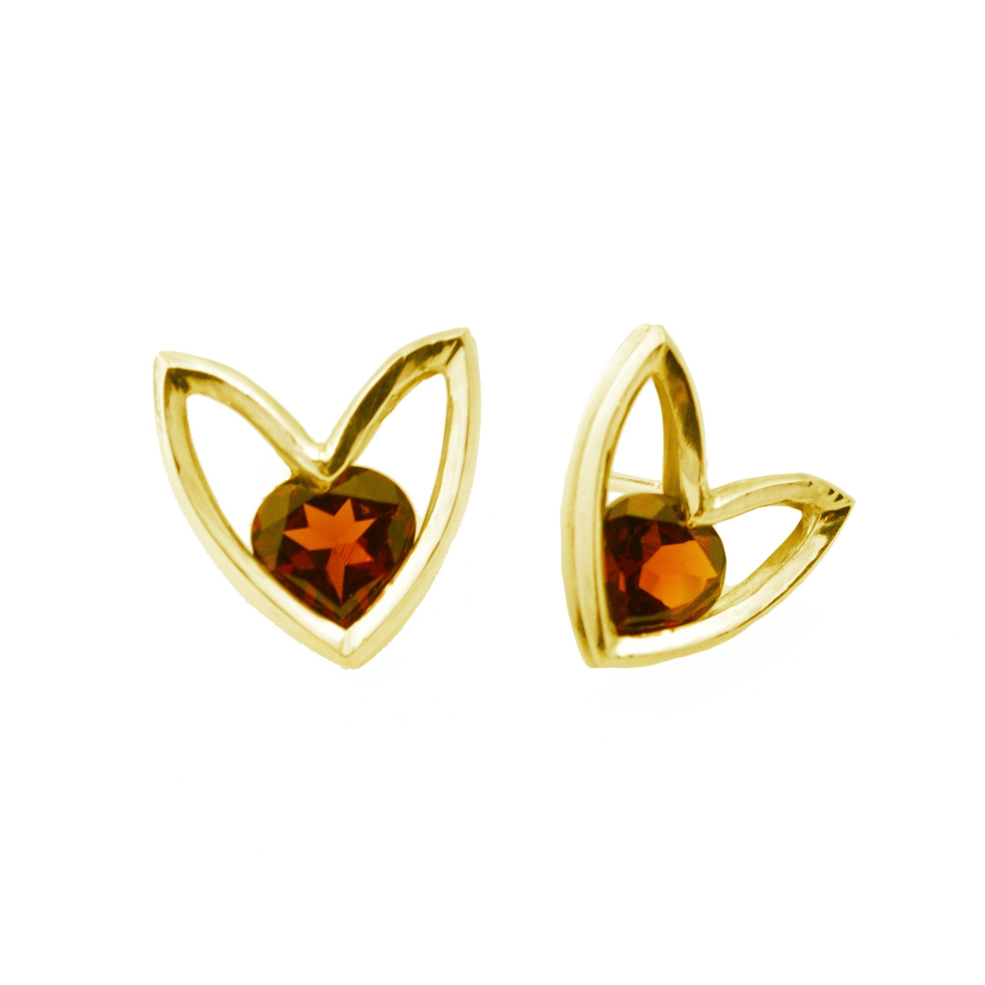 Flora-form Heart Stud in 14k Gold and Garnet Heart