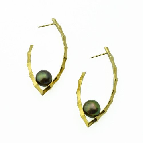 Ibex Hoop Earrings with Black Pearls in 14k gold