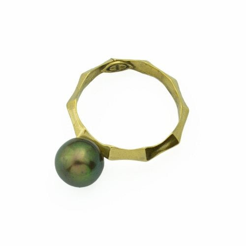 Ibex Ring in 14k gold with Black Pearl