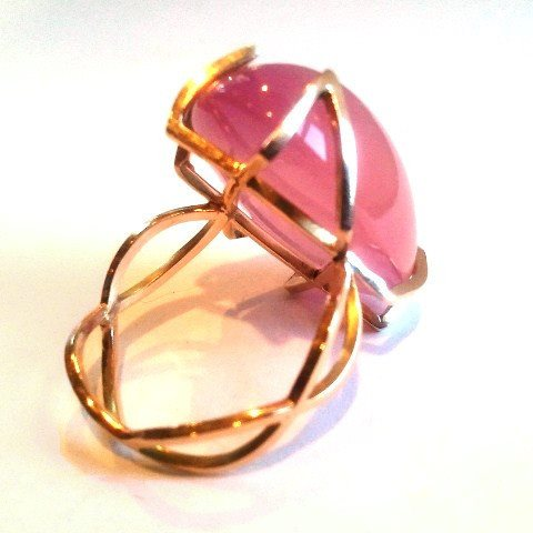 Elegant Golden Architecture Rose Quartz Ring