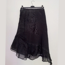Load image into Gallery viewer, Yoshiki Hishinuma black pleated long skirt