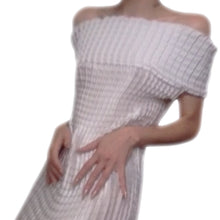 Load image into Gallery viewer, Pleated white maxi dress