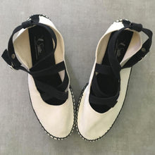 Load image into Gallery viewer, CHANTAL THOMASS 90s Black and beige platform
