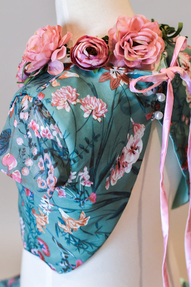 FEONA – 2 PC SET (6 YEAR-PETITE 10 YEAR) NEW CONDITION with some minor wear. Pairs perfectly with our petal length dress.
