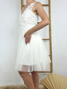 Robe courte bustier broderies, jupon tulle, coloris blanc.