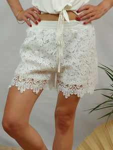 Short blanc broderie feuille