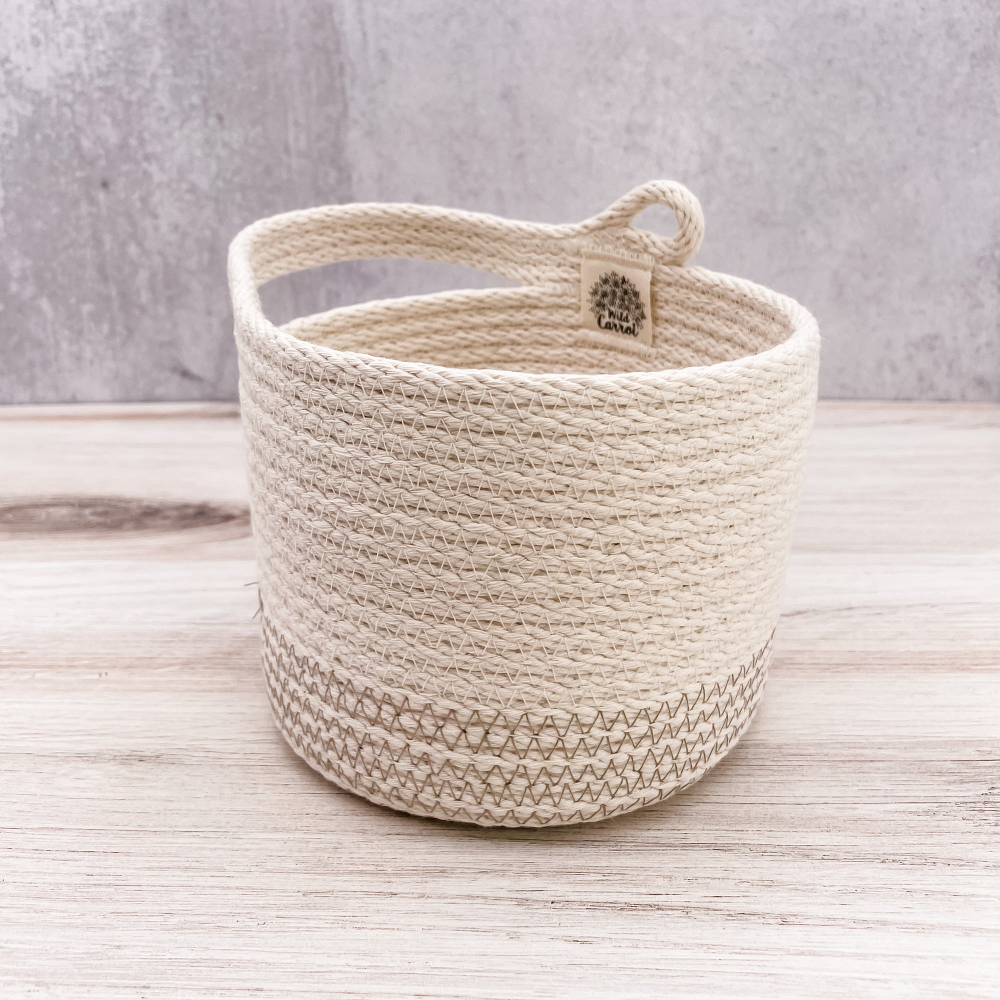 Side-handle basket