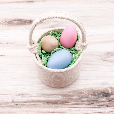 Egg basket with knotted handle