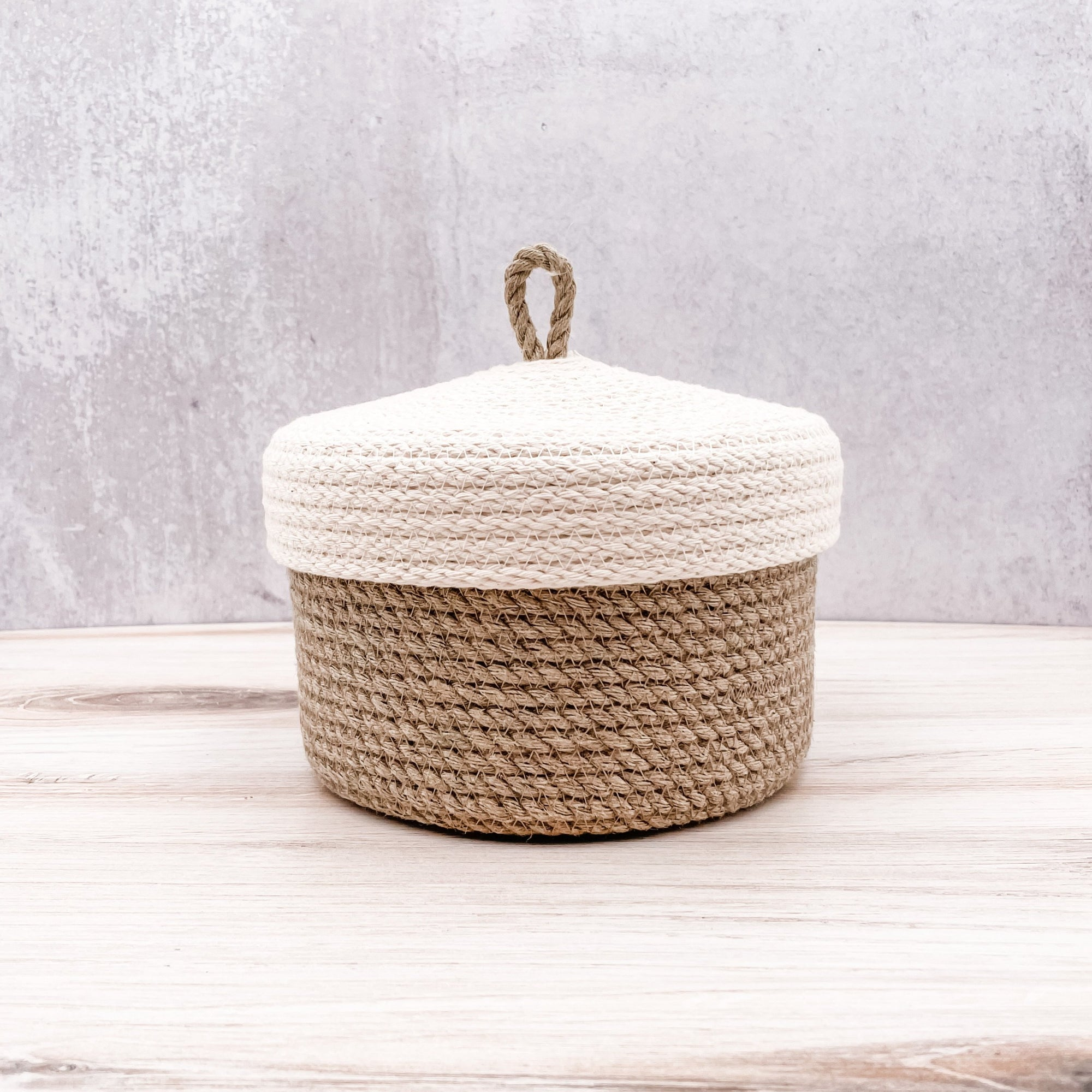Lid basket with hemp base