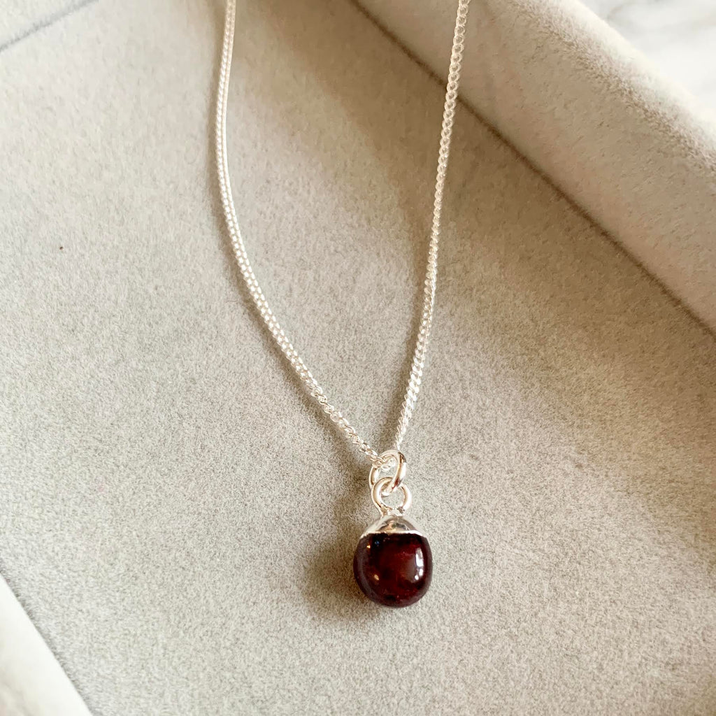 Tiny Tumbled Gemstone Necklace - Silver - JANUARY, Garnet - Decadorn