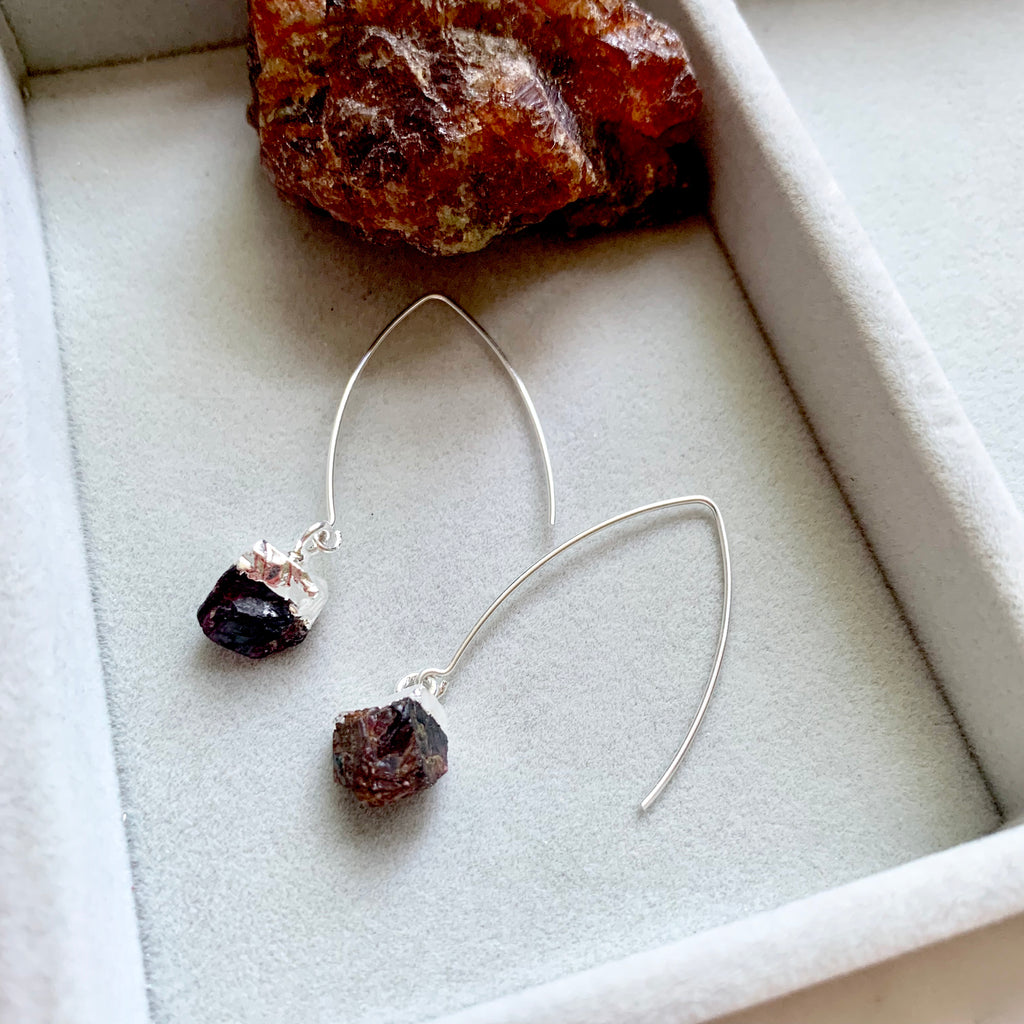 Birthstone Dropper Earrings - Silver - JANUARY, Garnet - Decadorn