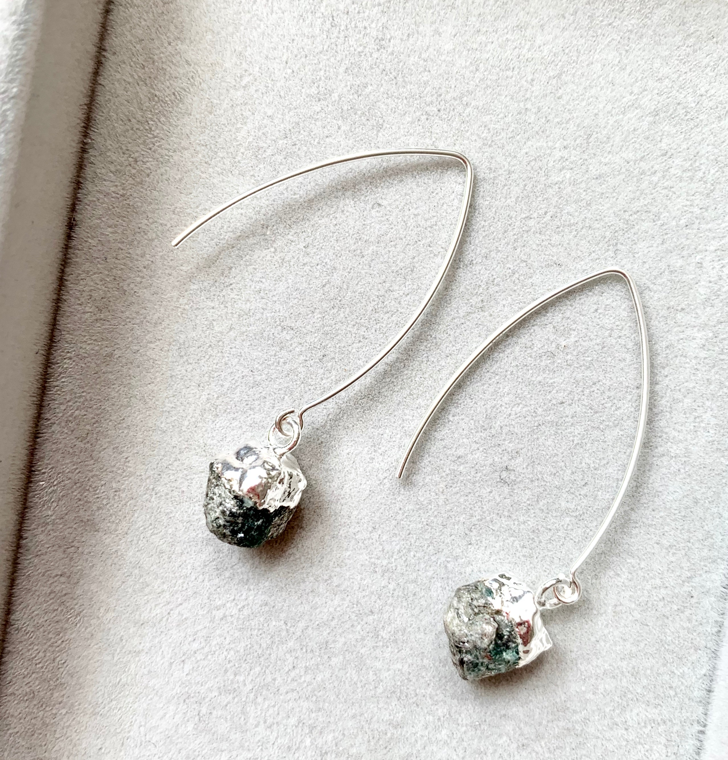 Birthstone Dropper Earrings - Sterling Silver - MAY, Emerald - Decadorn