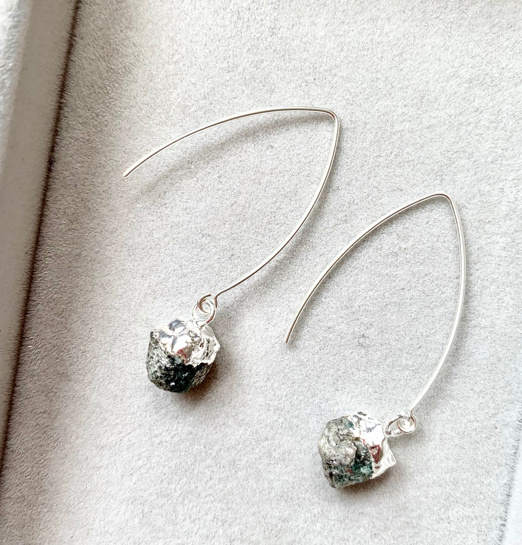 Birthstone Dropper Earrings - Silver - MAY, Emerald - Decadorn