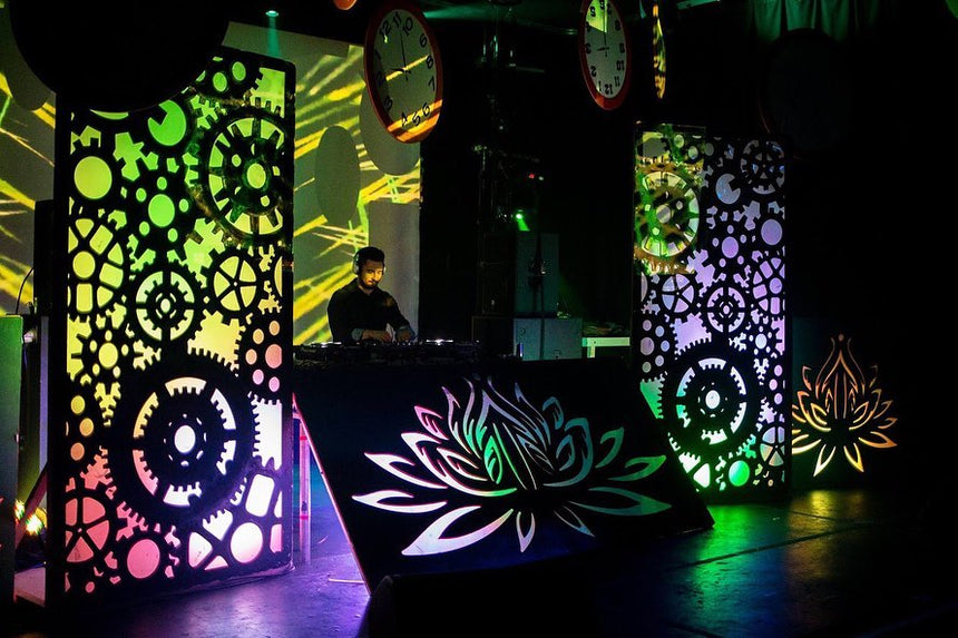 DJ Booth hire in hertfordshire, bedfordshire, buckinghamshire, cambridgeshire, London and South of England