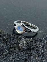 Load image into Gallery viewer, Compass Moonstone ring