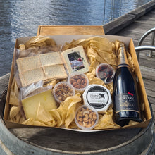 Load image into Gallery viewer, Wine & Three Cheese Hamper