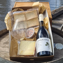 Load image into Gallery viewer, Wine & Single Cheese Hamper