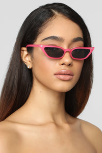 Peace Out Sunglasses - Pink Angle 2