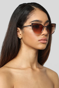 What's The Deal Sunglasses - Gold/Brown