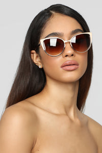 What's The Deal Sunglasses - Gold/Nude
