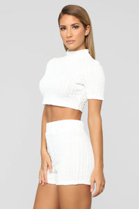 Sweater Feels Short Set - White