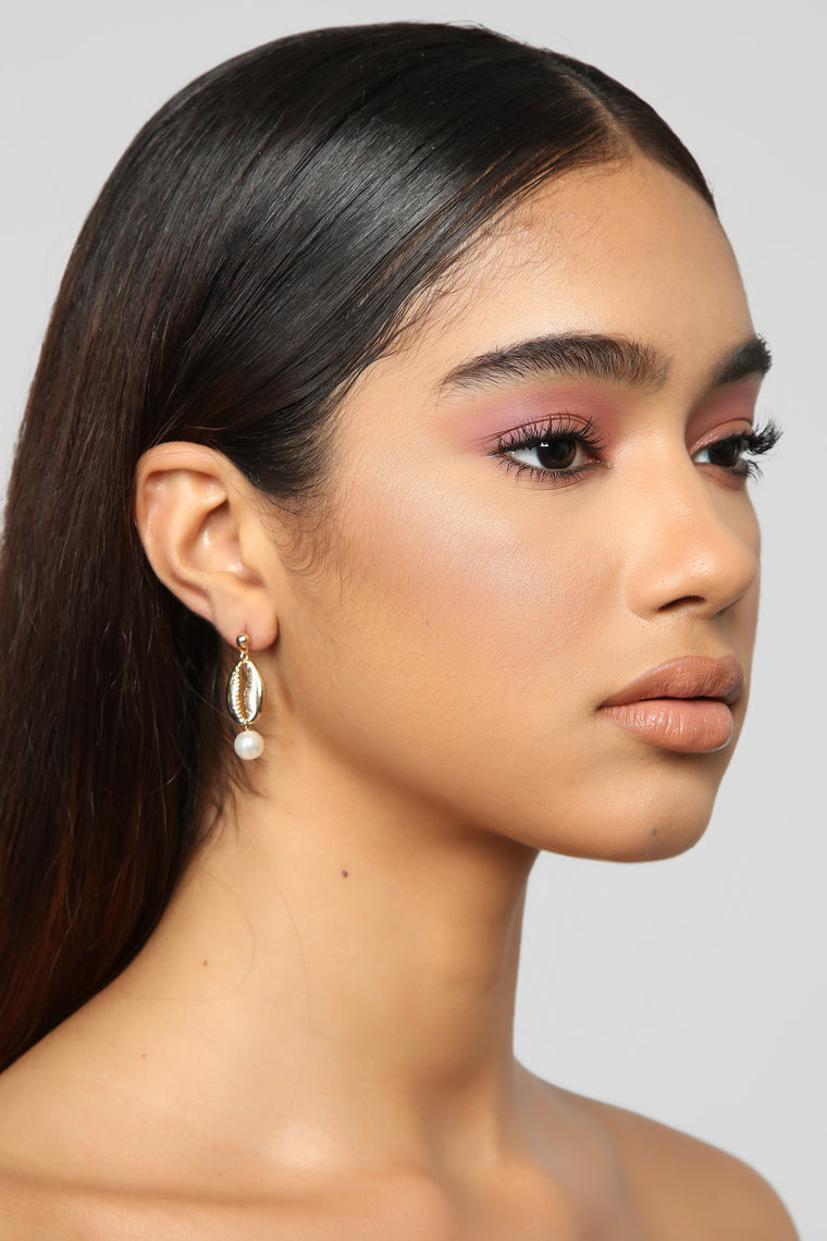 Shell We Not Talk About It Earrings - Gold