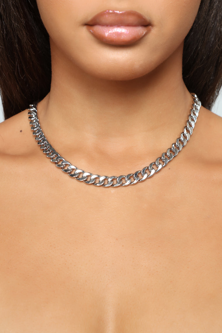 Edgy Chain Clasp Necklace - Silver